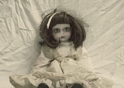 la hermosa muñeca muerta viviente (nadie quiere jugar con ella)